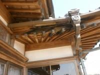 扇垂木の化粧造り雨漏りからの腐食。