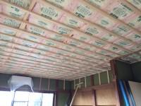 天井に断熱材