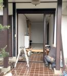 施工中の玄関ドア