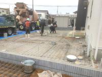 土間メッシュ敷き・ポスト門柱立て3-2